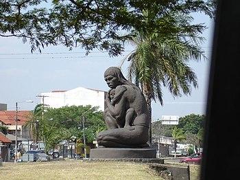 Monumento a la Madre India Santa Cruz Bolivia