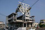 ホテル函館山と函館山ロープウェイの山麓駅(右側にある非常階段の建物がホテル函館山)