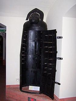 Muzeum Ziemi Lubuskiej - Muzeum Tortur - Żelazna dziewica.JPG