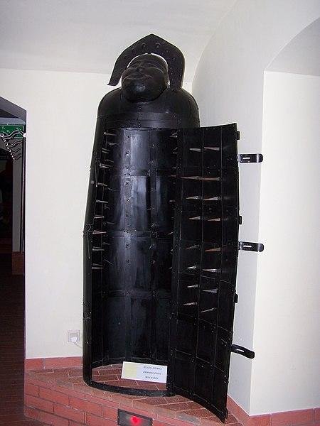 Fichier:Muzeum Ziemi Lubuskiej - Muzeum Tortur - Żelazna dziewica.JPG