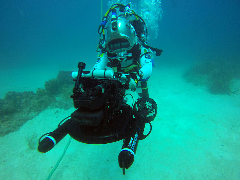 File:NEEMO 20 Luca Parmitano using the dive plane's navigation system.jpg