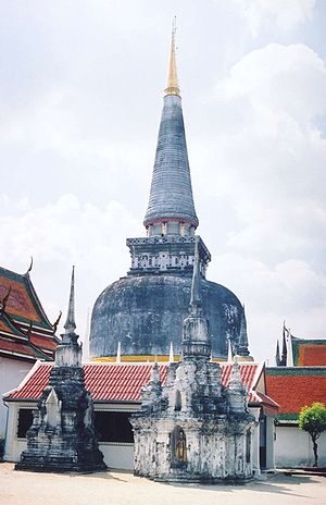 Aryacakravarti dynasty - The Buddhist stupa Chedi Phrae Boromadhatu built by Chandrabhanu of the Padmavamsa lineage in Tambralinga (now Thailand)