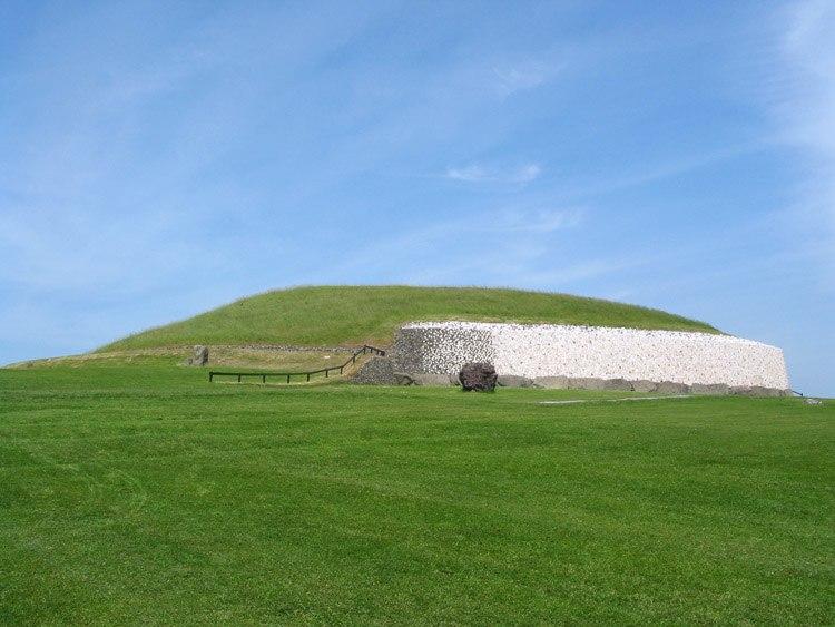 Newgrange ireland 750px