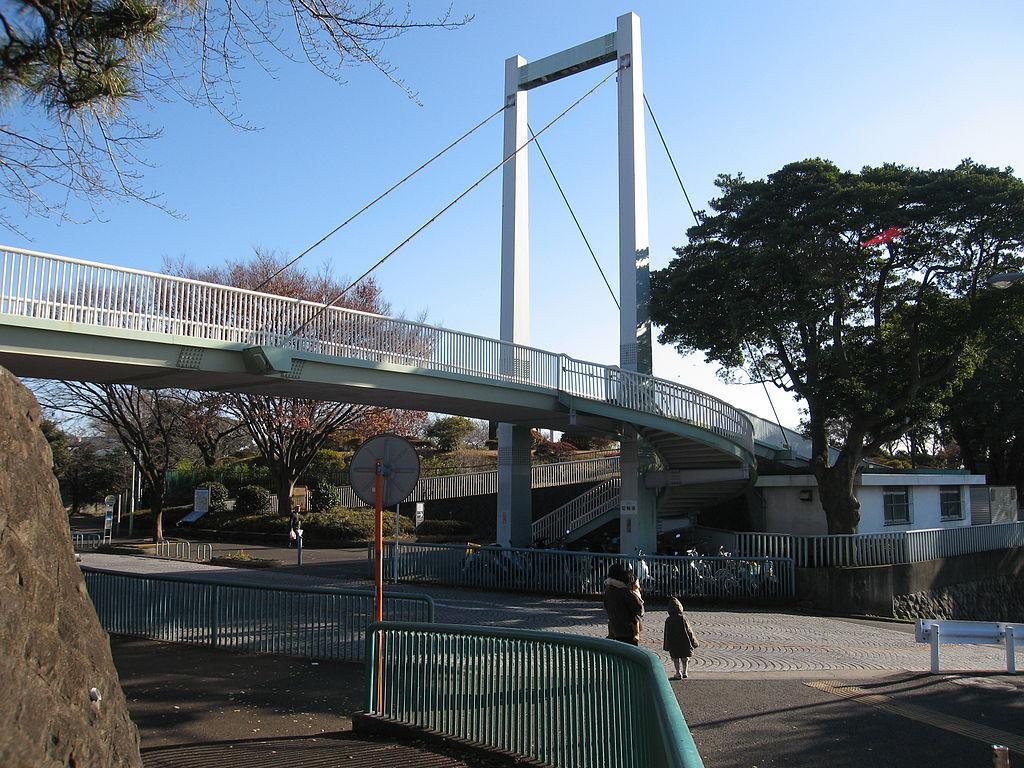 野毛のつり橋(横浜市・野毛山公園)Wikipediaより