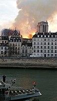 Notre-Dame de Paris, Incendie 15 avril 2019 19h58.38.jpg