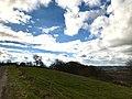 Nuages et ciel bleu sur les coteaux de Pamiers.jpg