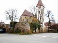 Nufringen-Ansicht von Nordosten mit Kirche über Kirchhofmauer und ehemaligem Grabenbereich-130408.jpg