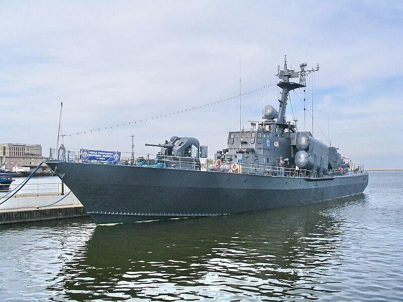 زوارق الصواريخ من الاتحاد السوفيتي وحتي روسيا الاتحادية 800px-ORP_Metalowiec_in_Gdynia