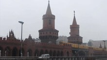 File:Oberbaum Bridge - december-31-2014.ogv