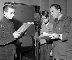 Radioindspilning af Mesterdetektiven Blomkvist, t.h. Olof Thunberg, 27 november 1952.