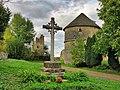 Oricourt, la croix et le pigeonnier.jpg