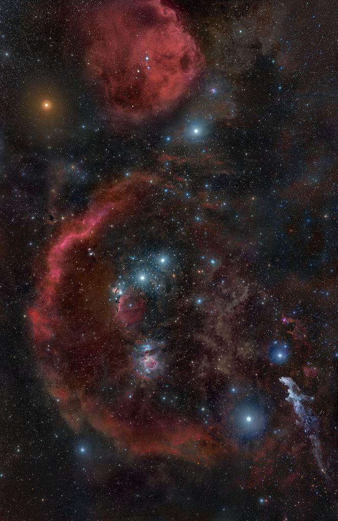 Rasi Orion. Betelgeuse adalah bintang kemerahan di kiri atas. Sumber: Wikimedia Commons