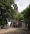 Overzicht van de zuidwest gevel van de kerk met de toren - Helmond - 20423097 - RCE.jpg