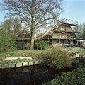 Overzicht voorgevel van boerderij vanaf de weg - Zoeterwoude-dorp - 20402751 - RCE.jpg