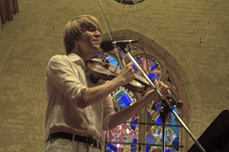 Owen Pallett - Final Fantasy performing in 2005.