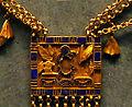 P1200350 Louvre collier Pinedjem Ier detail E25412 rwk.jpg