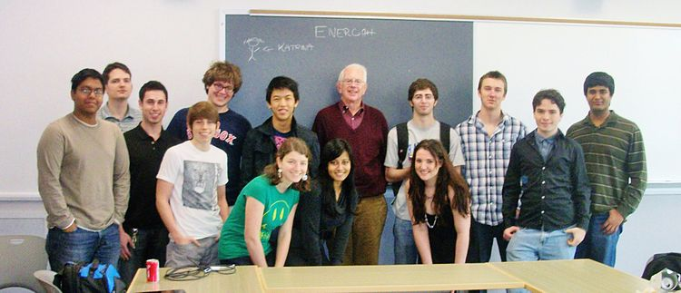 Professor Glashow's KHC PY 101 Energy class, at Boston University's Kilachand Honors College (Spring 2011) PY 101 Energy.jpg