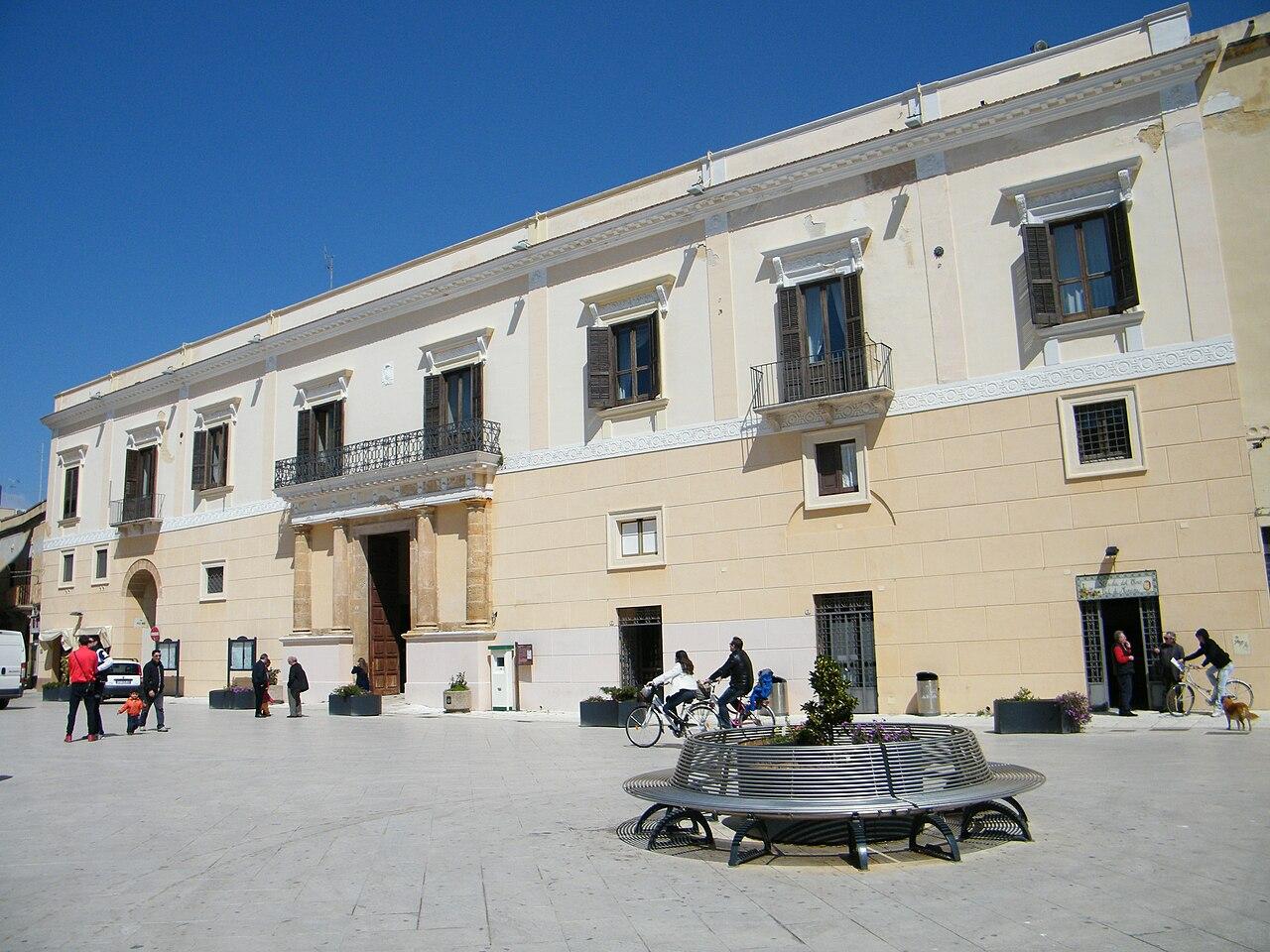 Palazzo vescovile Mazara.jpg