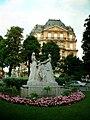 Paris Place de la Reine-Astrid Monument.jpg
