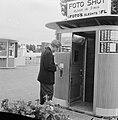 Pasfoto-automaat op Schiphol, Bestanddeelnr 912-6952.jpg