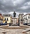 Piazza con statua di Orazio.jpg
