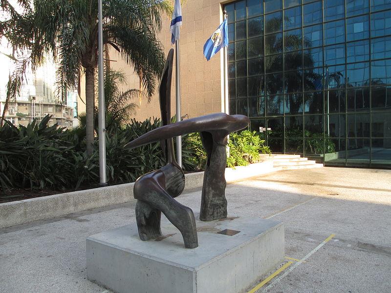 """""""עימות"""" של הפסל אלי אילן ברמת גן"""