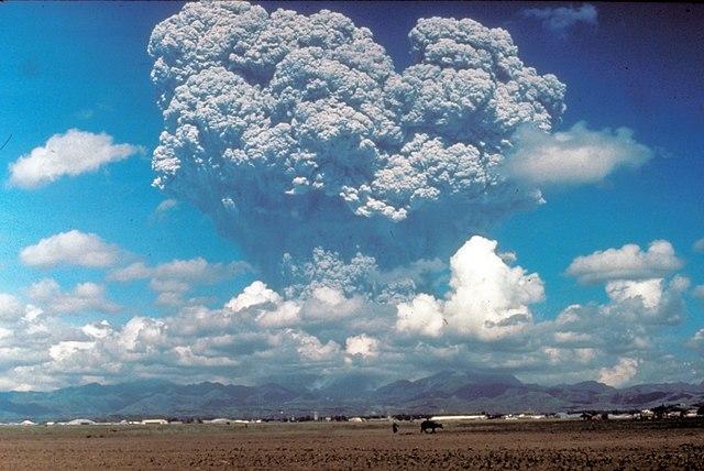 640px-Pinatubo_1991-06-12_%28USGS%29.jpg