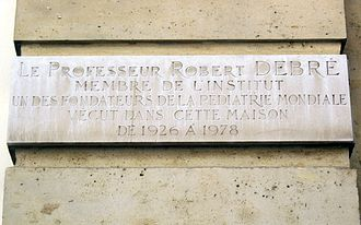 Rue de l'Université (Paris) - Image: Plaque Robert Debré, 5 rue de l'Université, Paris 7