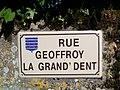 Plaque de rue Geoffroy la Grand'Dent Vouvant.jpg
