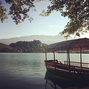 Pletna at Lake Bled.jpg