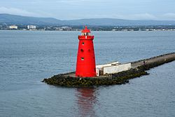 Poolbeg lighthouse, marking the sea end of Great Bull Wall at the entrance of Dublin Port.jpg