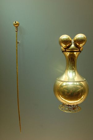 Colombian art - Poporo Quimbaya and pestle. Phytomorphic (fruit-shaped) lime container, gold, 300 BCE – 1000 CE