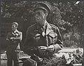 Prins Bernhard tijdens een ogenblik van rust, Bestanddeelnr 014-0561.jpg