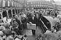 Prinsjesdag 1986 minister Ruding met miljardenkoffertje op Binnenhof, Bestanddeelnr 933-7605.jpg