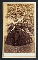 Queen Emma of Hawaii in 1865, carte de visite by H. L. Chase.jpg