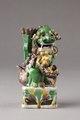 Rökelsehållare från Kina i form av Fos hund (hona) med unge - Hallwylska museet - 95440.tif