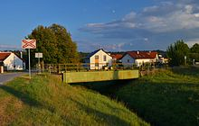 Railway bridge over Weidenbach, Bad Pirawarth 02.jpg