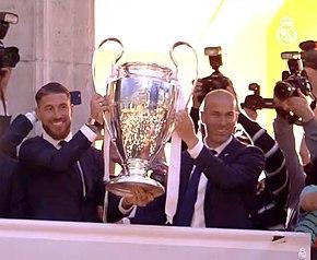 290px-Ramos_y_Zidane_con_la_Und%C3%A9cim