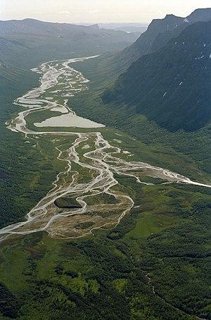 Braided stream, smältvatten från glaciär