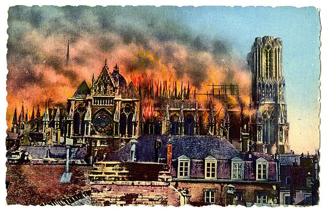 640px-Reims_Cathedral_burning_during_Wor