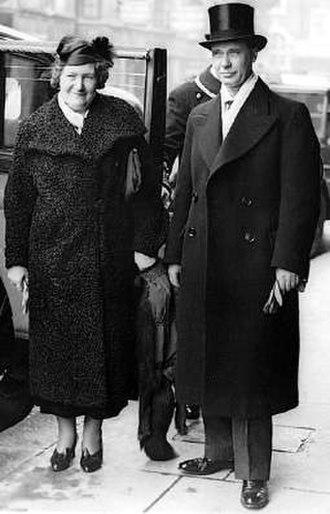 Rickard Sandler - Rickard Sandler on his way to meet King George VI in London in 1937. His wife Maria (Maja) Sandler on the left.