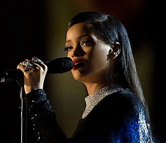 Rihanna - Image: Rihanna concert in Washington DC (2)