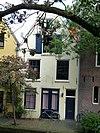 foto van Klein aan de werf gelegen achterhuis van Twijnstraat 47, bestaande uit een laag met kap