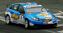 Photo de Robert Huff pilotant une Chevrolet Cruze en course.