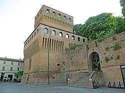 Rocca dei Sanvitale (Noceto) - mastio e ingresso 2019-06-28.jpg