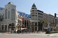 Beverly Hills at the corner of Rodeo Drive and Via Rodeo in 2012. Breguet, Versace and Stefano Ricci can be seen.