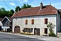 Routelle, ancienne ferme au n°8 rue des Roches.jpg