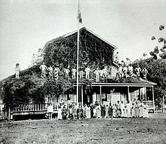 Royal residence of the Queen of Huahine at Fare.jpg