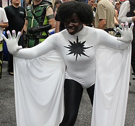 Cosplay de Monica Rambeau en tant que Captain Marvel.