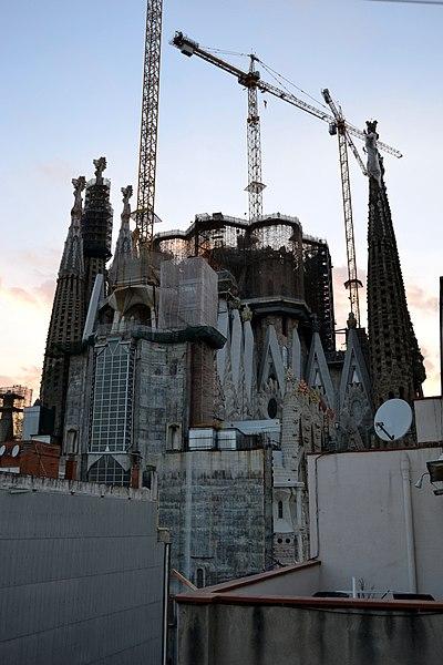 File:Sagrada Familia en Barcelona (9247417058).jpg